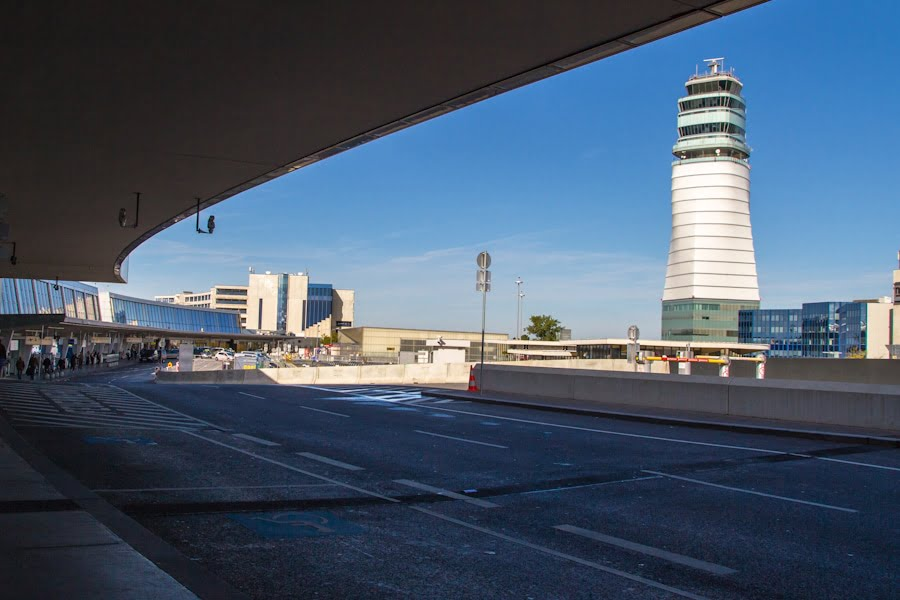 Vienna Airport by Hoang GIang Hai